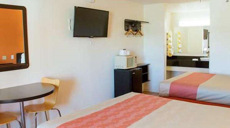 Motel 6 Cookeville Room