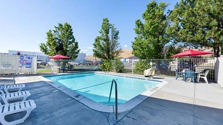 Motel 6 Carson City Pool