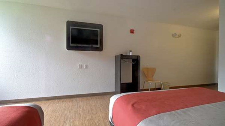 Motel 6 Miami Room