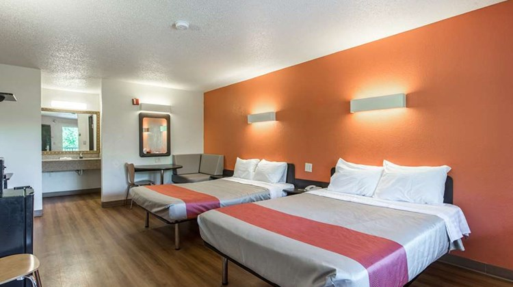 Motel 6 Kannapolis Room