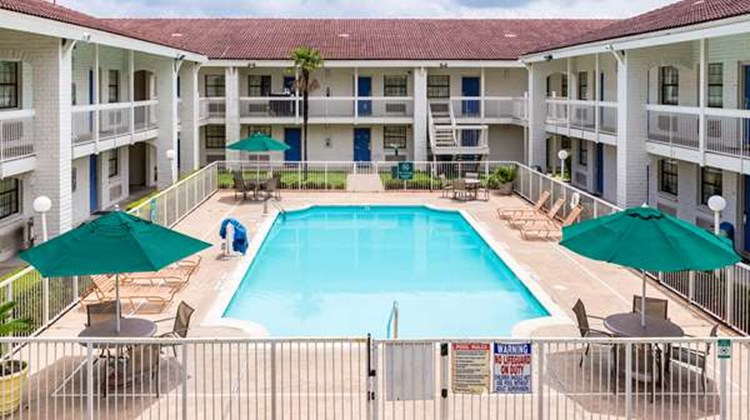 Motel 6 Baytown, Garth Rd Pool