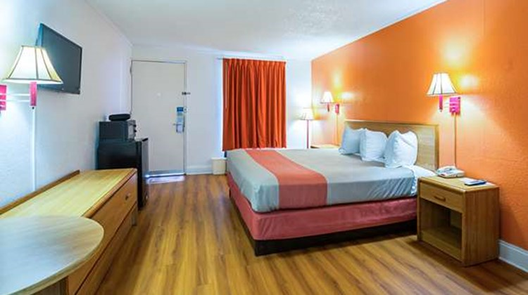 Motel 6 Perry Room