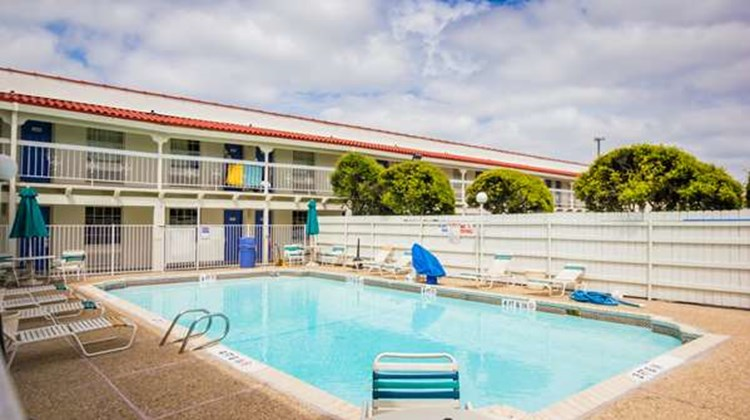 Motel 6 Austin Midtown Pool