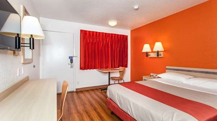 Motel 6 Vacaville Room