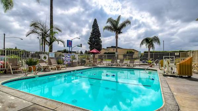 Motel 6 Los Angeles Whittier Pool