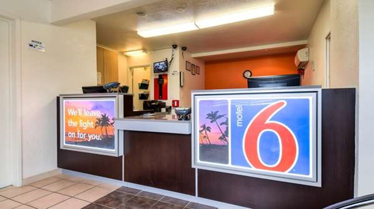Motel 6 Los Angeles Whittier Lobby