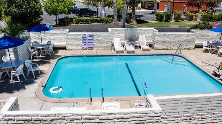 Motel 6 Bakersfield South Pool