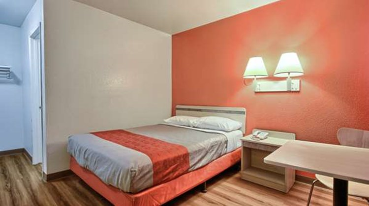 Motel 6 Tulare Room