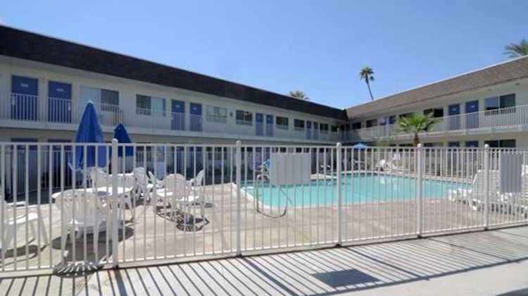 Motel 6, Indio Pool