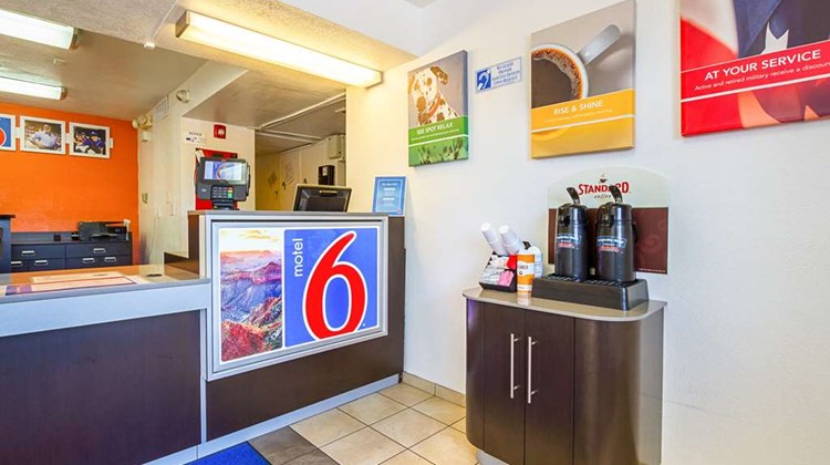 Motel 6 Mesa North Lobby