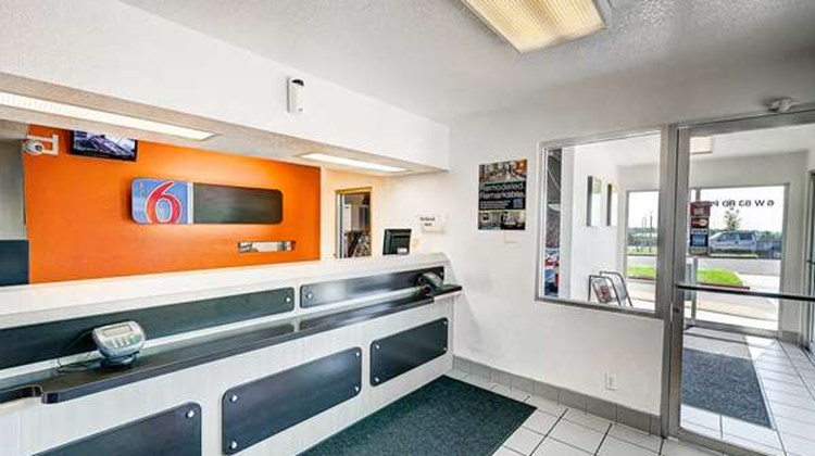 Motel 6 Denver - Thornton Lobby