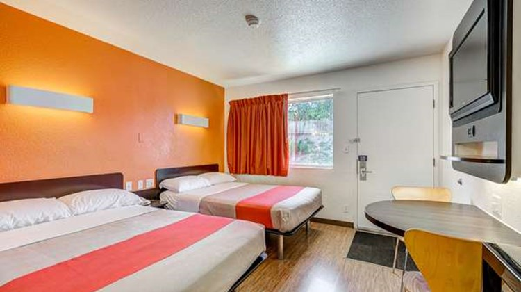Motel 6 Denver - Thornton Room