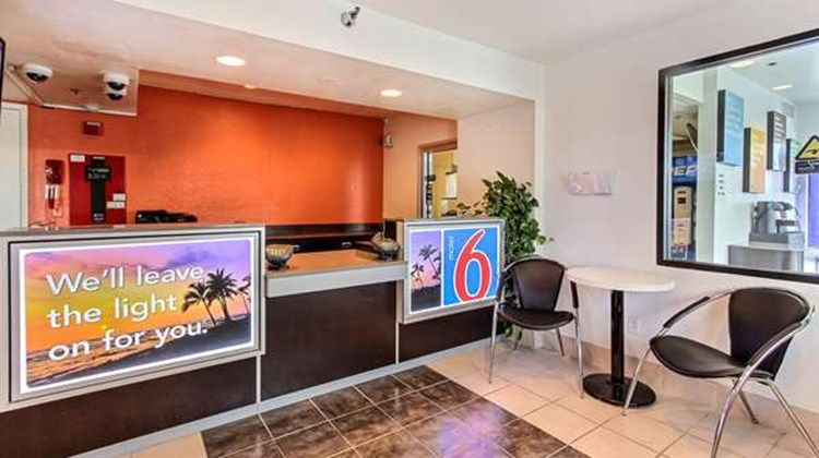 Motel 6 Salinas South Lobby
