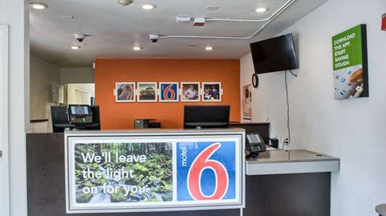 Motel 6 Seattle South Lobby