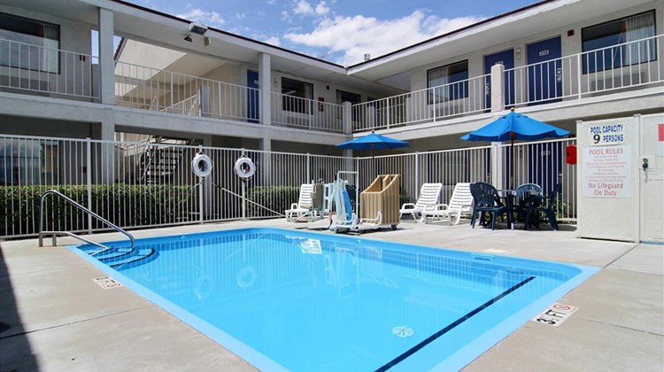 Motel 6 Albuquerque Coors Road Pool