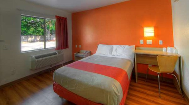 Motel 6 Orlando-Winter Park Room