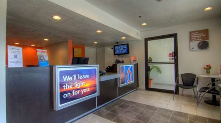 Motel 6 Orlando-Winter Park Lobby