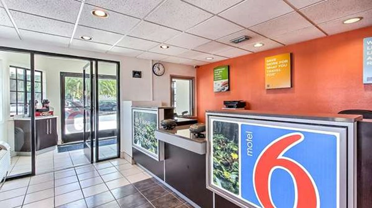 Motel 6 Fremont North Lobby