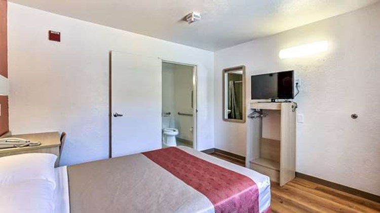 Motel 6 Fremont North Room