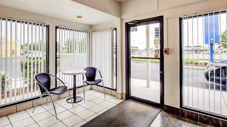 Motel 6 Norfolk Lobby