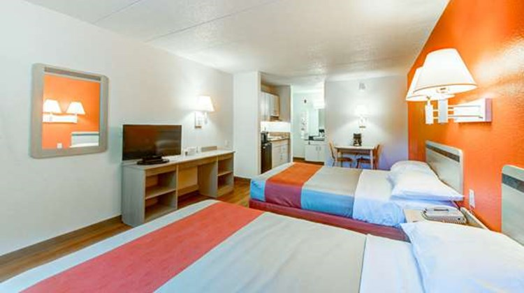 Motel 6 Norfolk Room