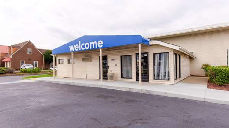 Motel 6 Norfolk Exterior