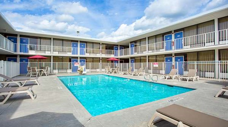 Motel 6 Baton Rouge Southeast Pool