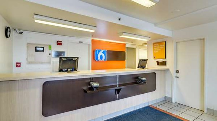 Motel 6 Baltimore - BWI Airport Lobby