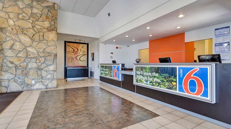 Motel 6 Redwood City Lobby