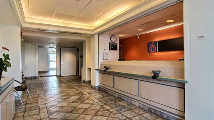 Motel 6 Albuquerque North Lobby