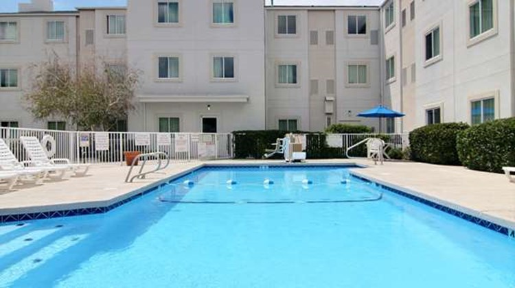 Motel 6 Albuquerque North Pool