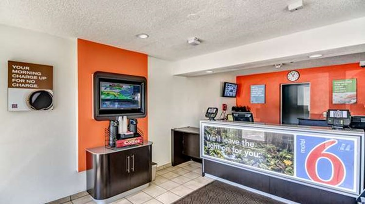 Motel 6 Stockton North Lobby
