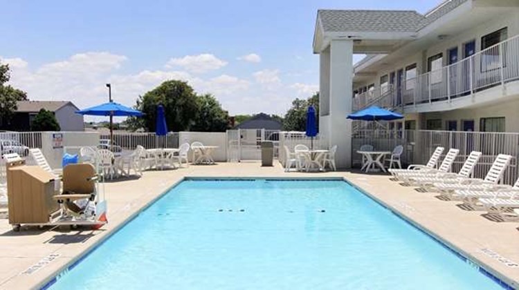 Motel 6 Austin Central - North Pool