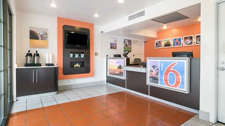 Motel 6 Santa Barbara-Carpinteria South Lobby