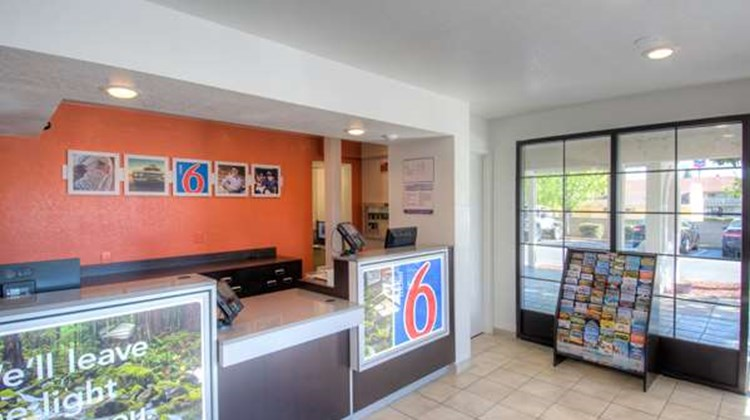 Motel 6 Redding South Lobby