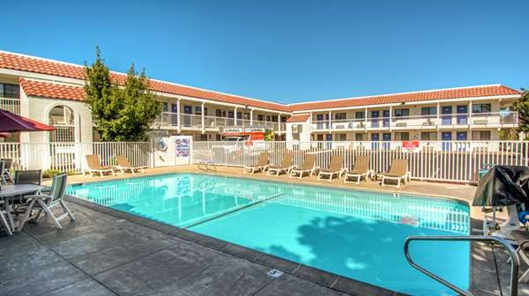 Motel 6 Redding South Pool