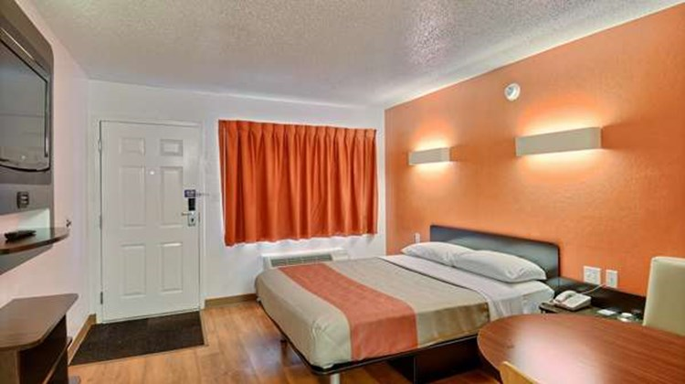 Motel 6 Tewksbury Room