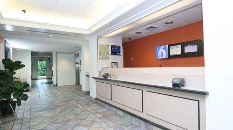 Motel 6 Burlington - Colchester Lobby