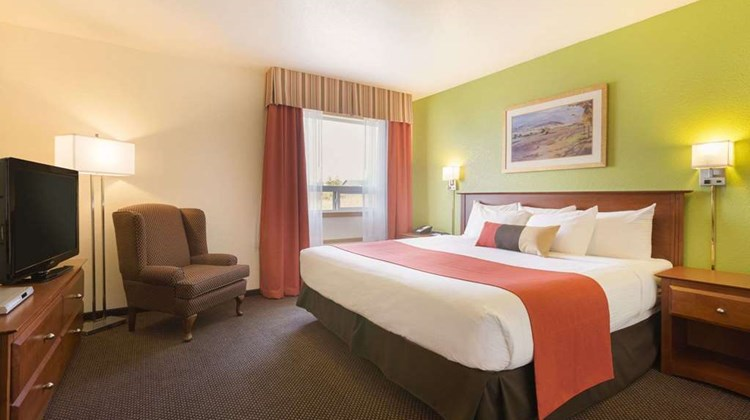 Super 8 Drayton Valley Suite