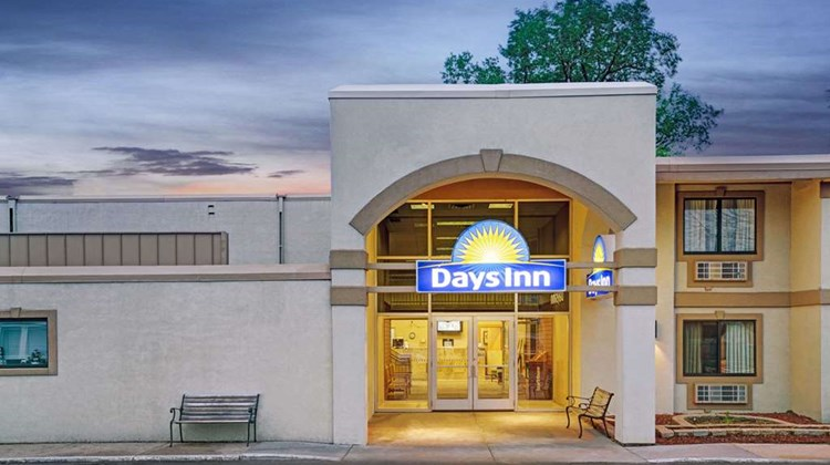 Days Inn Bloomington West Exterior