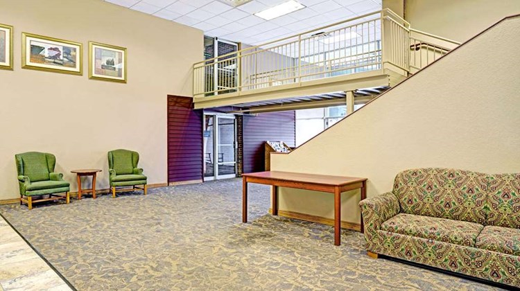 Days Inn Bloomington West Lobby