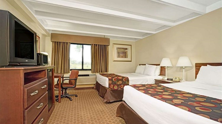 Days Inn Bloomington West Room