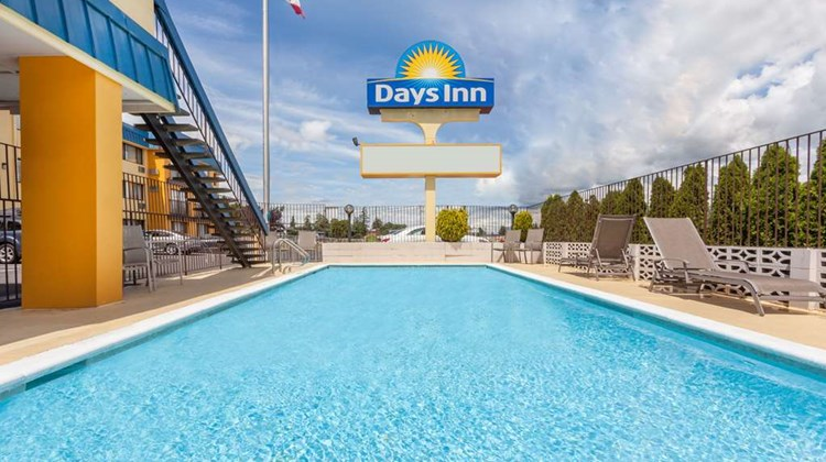 Days Inn Bellingham Pool