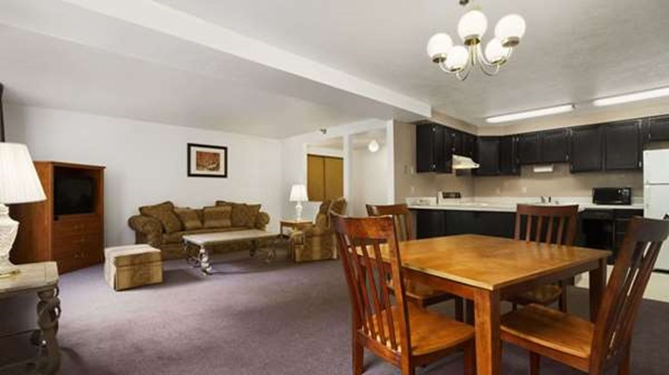 Super 8 Port Angeles Suite