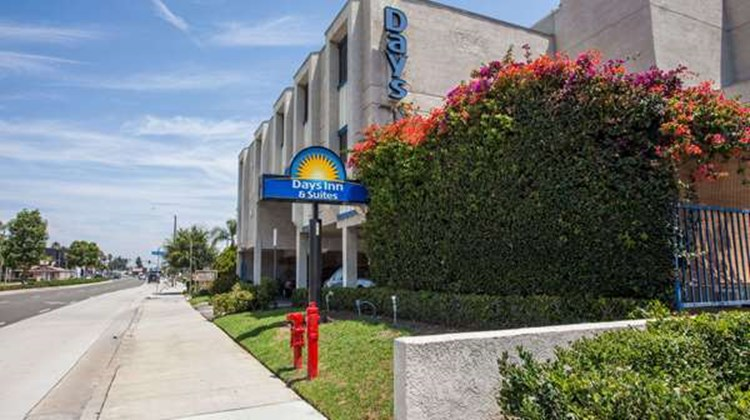 Days Inn Orange Anaheim Exterior