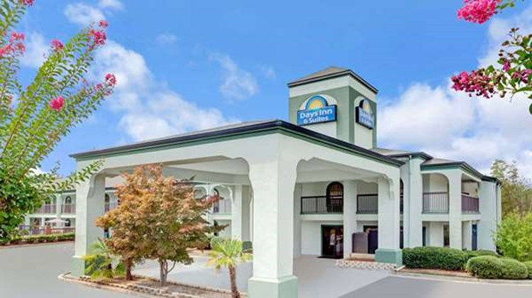 Days Inn & Suites Stockbridge South ATL Exterior