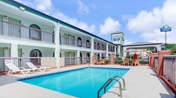 Days Inn & Suites Stockbridge South ATL Pool