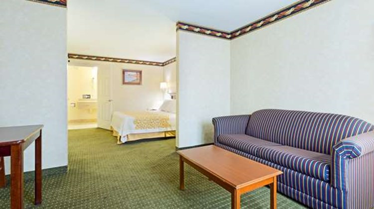 Days Inn Clinton Suite