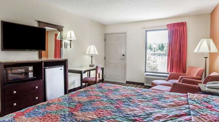 Days Inn Sanford Suite
