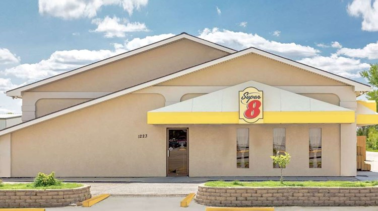 Super 8 Norfolk Exterior